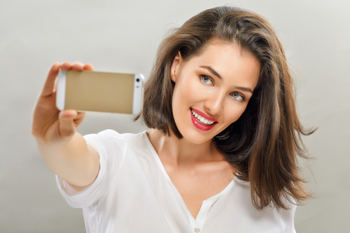 a beautiful girl taking selfie-img-blog